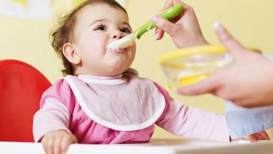 نصائح التغذية السليمة للطفل خلال عامه الأول
